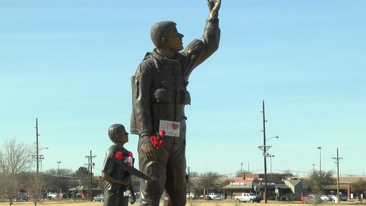 Memorial statue of Willie McCool on the 15th Anniversary of his death. (Source: KCBD)